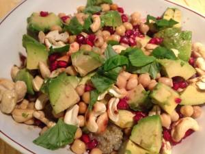 Kvinoa on mainio pohja terveelliselle kikherne-granaattiomenasalaatille